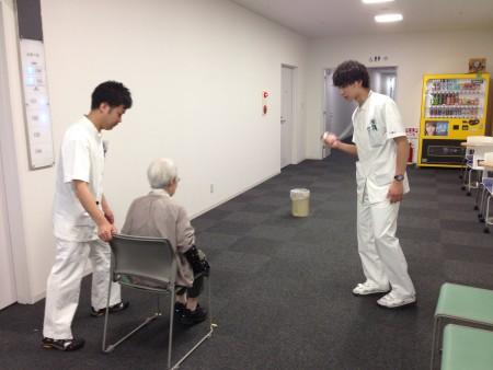 理学療法の日 介護予防推進キャンペーン 転倒予防と運動~骨折リスクと歩行年齢を測ってみませんか~